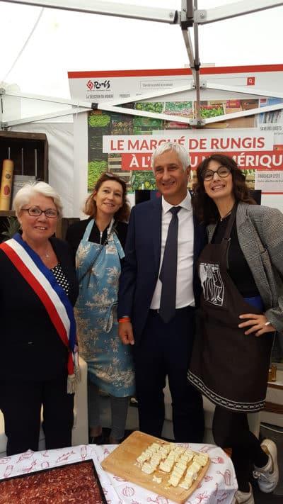 zezette-montmartre-tabliers-service-village-gastronmique